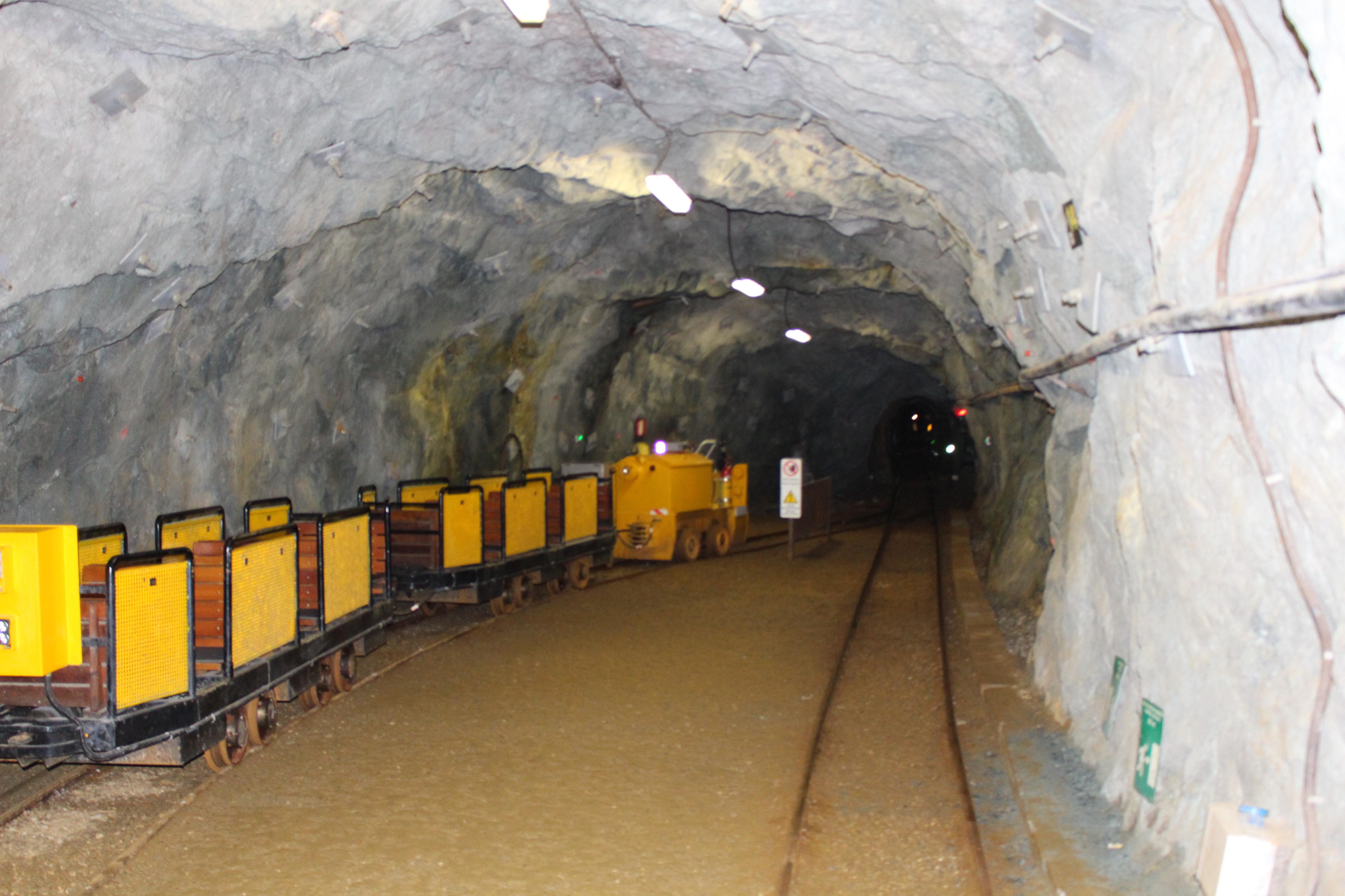 Mit der Grubenbahn geht es ins Bergbaumuseum -Schaubergwerk Pretau.