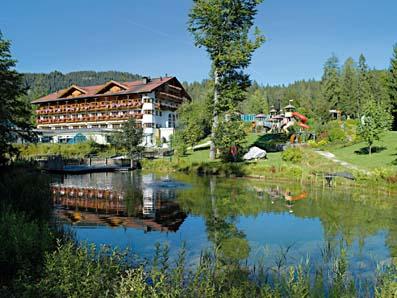 Außenansicht Des Hotels Zugspitzresort Am Fuß Der Zugspitze