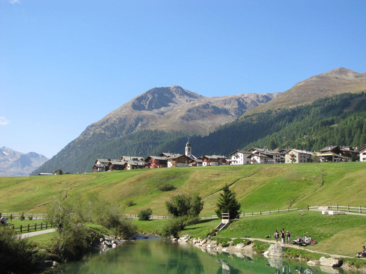 Livigno Liegt Märchenhaft In Den Bergen Und Ist Für Mountainbiker Und Wanderer Ein Idealer Ausgangsort