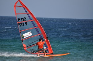 Windsurfer am Strand vor dem Martinhal Beach Resort