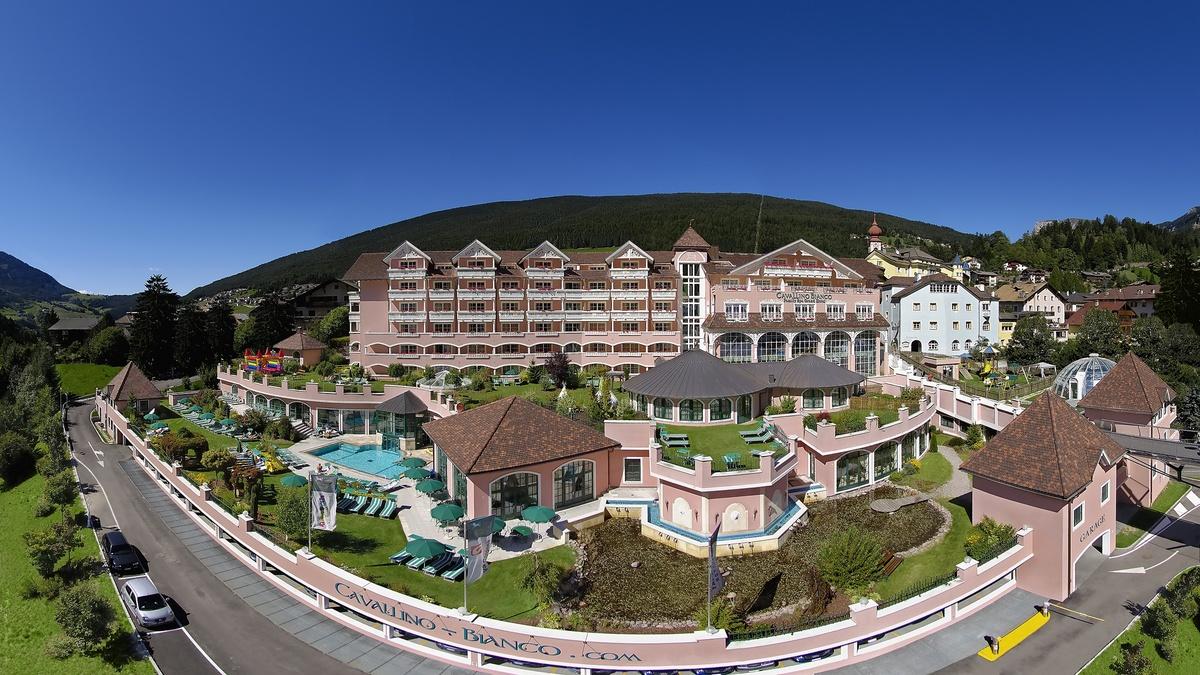 Hotel Cavalino Bianco Liegt Mitten In Der Wunderschönen Landschaft