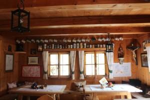 Blick in die Knappenstube in der es leckere lokale Spezialitäten wie die Pinzgauer Knödel gibt