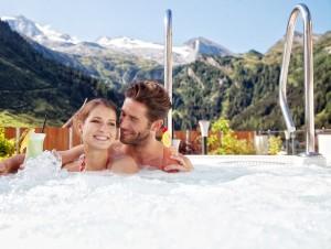 Klausnerhof Panorama-Spa bietet schöne Ausblicke  auf den 3.250 m hohen Hintertuxer Gletscher