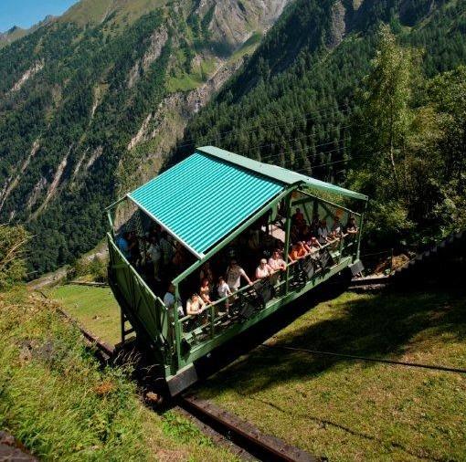 Der Schrägaufzug Bringt Touristen Bequem Zu Den Kapruner Hochgebirgsstauseen