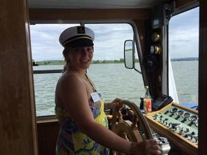 Sicher durch den Altmühlsee und auch mal als Gast am Steuer alles mach der Kapitän Gutmann möglich
