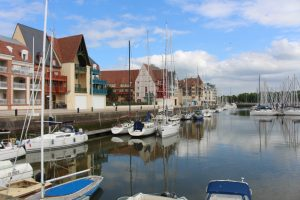 Blick von Pierre & Vacances auf den Hafen von Deauville