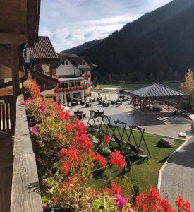 Wunderschöner Blick vom Balkon auf die Hotelterrasse