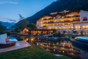 Abendliche Stimmung im Alphote Tyrol