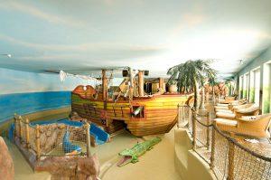 Die Kinderbadelandschaft Piratenland mit einem ganzen Piratenschiff ist ein Spaß für Groß und Klein