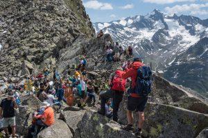 gipfelerlebnis_beim_alpine_peacecrossing_im_sommer_c_moritz_nachtschafft_tourismusverband_krimml