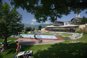 Mitten in der Natur: der Freibad am Carpe Solem Außenansicht der Tauernsuiten Quelle: Alps Residence